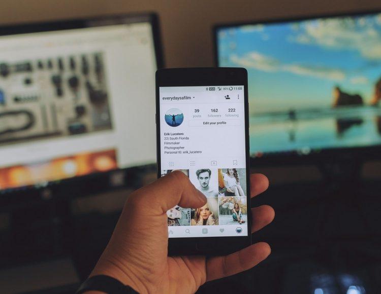 Comprare followers e tenerli stretti: come fare